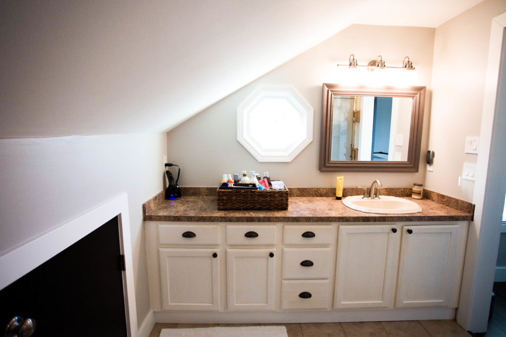 . small modern bathroom and shower renovation project ideas